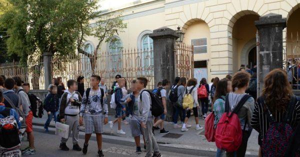 Scuola, a Selargius si paga per saltare la fila ai colloqui con i professori