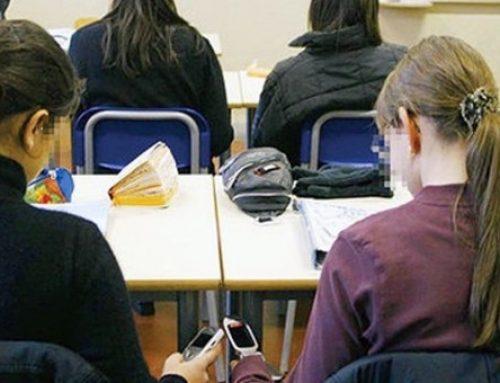 Non solo a scuola: la Cina vieta l'uso di smartphone e tablet anche all'università